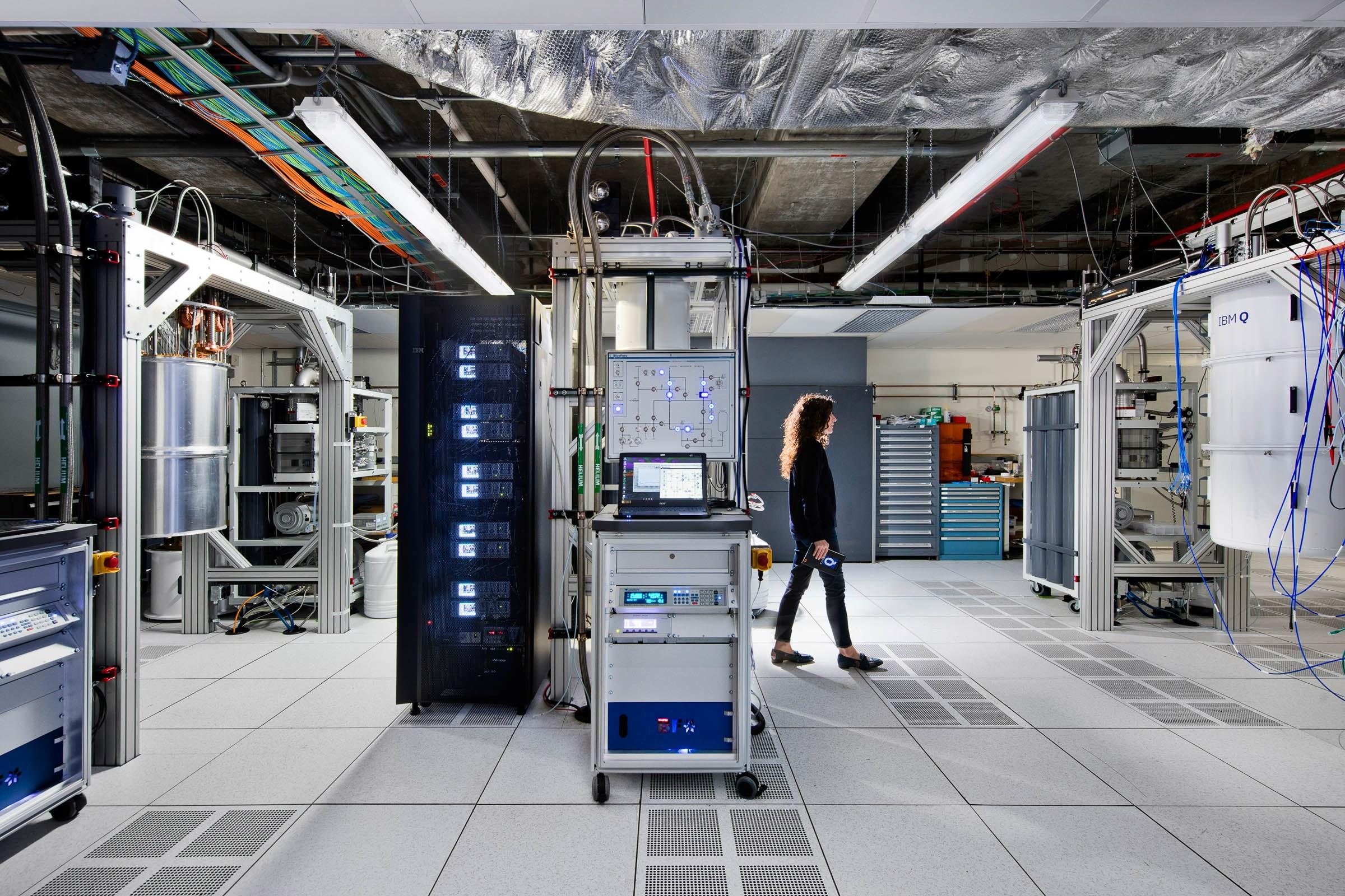 Biz-IBMQLAB_computecenter-2520-3-